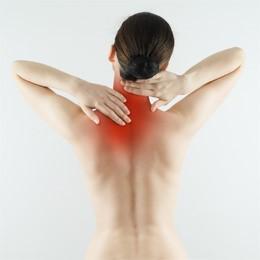 болит спина чуть ниже шеи действительно. Всё